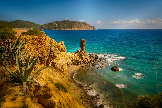 Útesy na ostrove Ibiza
